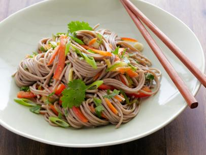 0150174_buckwheat-noodle-salad_s4x3.jpg.rend.sni12col.landscape.jpeg